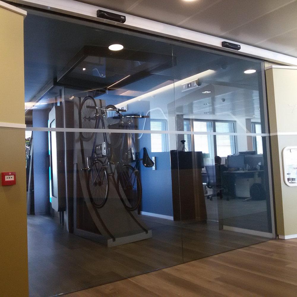 Porta automatica scorrevole Area Relax Linkedin Milano